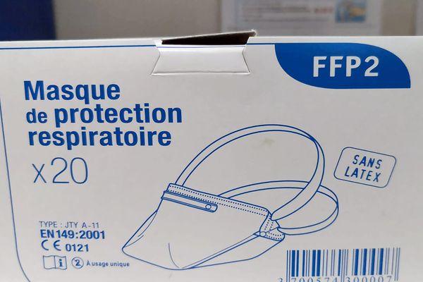 Des masques de protection et du gel hydro-alcoolique sont enfin parvenus aux cliniques de la région lyonnaise, qui les demandaient depuis le début de la crise. En revanche, le stock de blouses, lunettes et autres consommables part très vite.