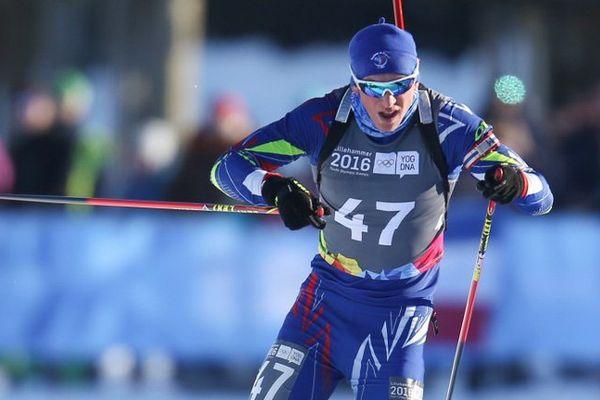 Émilien Claude (au centre) médaille d'or aux Jeux Olympique de la Jeunesse en biathlon