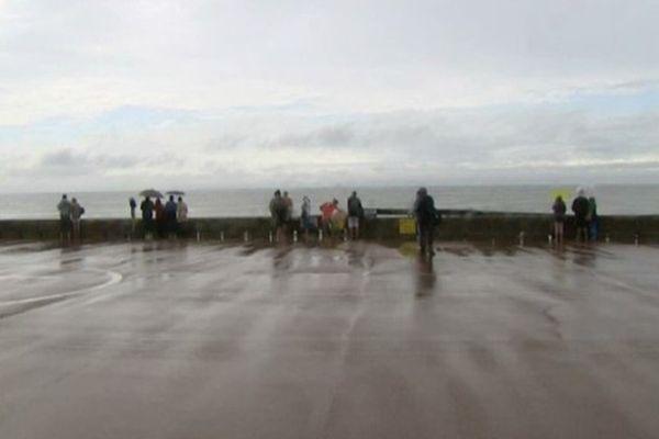 Les parapluies étaient de sortie, dimanche, à Fort-Mahon-Plage.