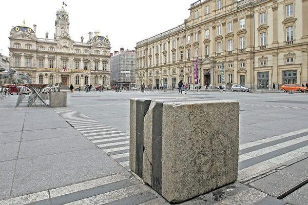 Archives 2010 - La place des Terreaux de Lyon s'est dégradée au fil du temps....