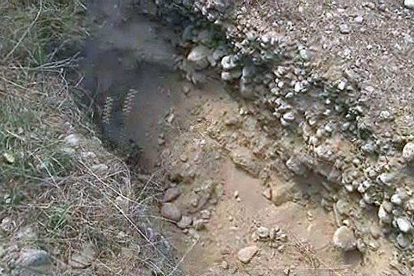 Entre Ortaffa et Brouilla (Pyrénées-Orientales) - la fosse creusée pour mettre le cadavre de l'ex-compagne du meurtrier présumé - 17 septembre 2013.