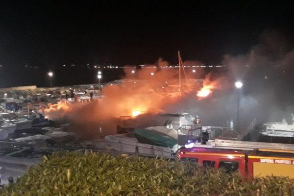 L'incendie s'est déclaré vers 3 heures du matin ce mercredi.