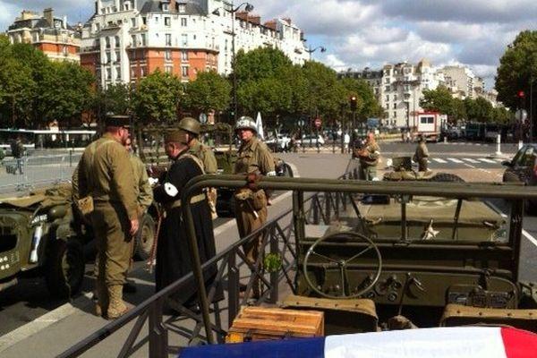 Préparatifs pour le défilé Porte d'Orléans
