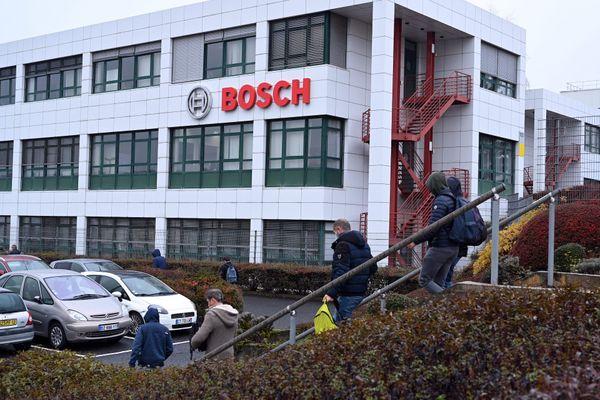 Les représentants syndicaux des salariés de l'usine Bosch de Rodez, en Aveyron, sont actuellement en négociations avec leur direction pour défendre leurs emplois et préparer la transition suite à l'annonce de la suppression de 750 postes en avril 2021.