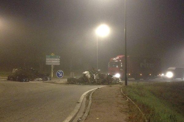 Les agriculteurs ont bloqué plusieurs grands axes du Tarn-et-Garonne avec des détritus et du fumier.