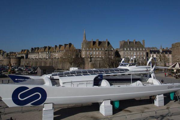 Energy Observer, au pied des remparts de Saint-Malo - 7/04/2017