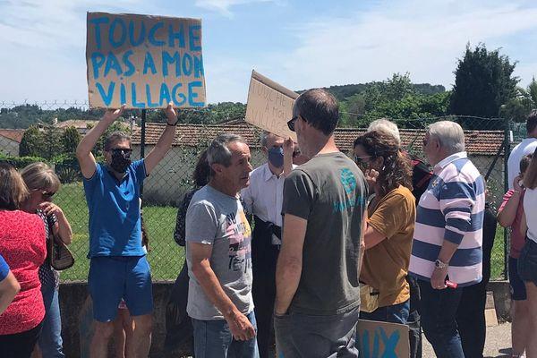 Le collectif « Non à l'antenne relais au bas du village de Plascassier », ce lundi 1 juin.