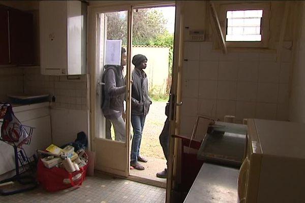 Une quarantaine de personnes ont trouvé refuge jeudi dernier dans un ancien commerce à Mondeville
