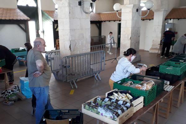 Les distributions alimentaires, comme ici à Villefagnan le 6 mai, par les épiceries sociales et solidaires doivent maintenant respecter les protocoles sanitaires.
