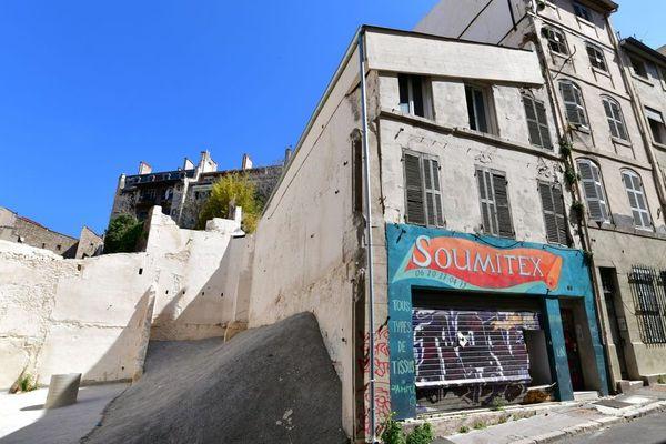 les 69 et 71 rue d'Aubagne devraient être déconstruits rapidement suite à un arrêté de mise en péril.