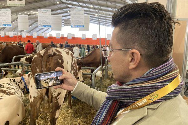 Karim et ses collègues ont pour mission de bâtir des fermes de 1000 à 2000 bovins pour mettre fin à la dépendance alimentaire de l'Irak.