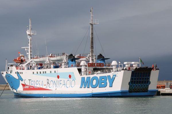 Le navire Giraglia, de la compagnie Moby Lines, est dédié à la ligne qui relie la Corse et la Sardaigne.