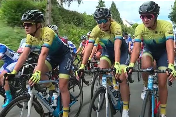 Le peloton féminin lors du Kreiz Breizh Elites en 2019