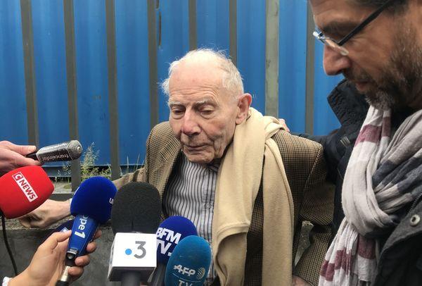Le père de Vincent Lambert, Pierre, s'exprime face à la presse.