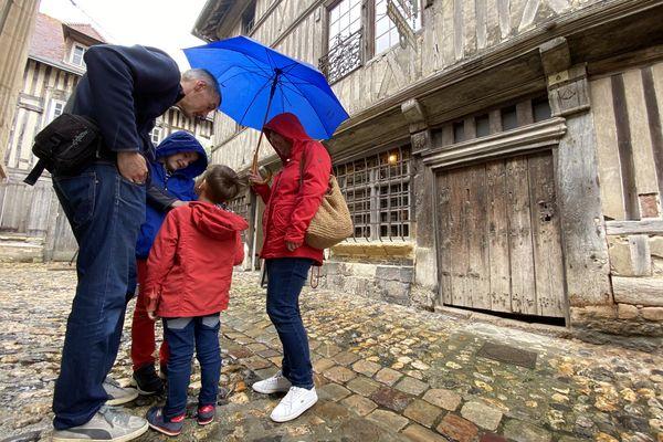 La famille Leroux en visite dans les rues d'Honfleur, le samedi 10 juillet 2021.