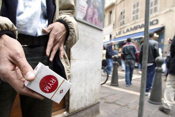 Quatre personnes sur cinq comprennent, à divers degrés, que certains s'adonnent à l'économie parallèle dans la vie de tous les jours, vente de cigarettes de contrebande, travail au noir ou encore transactions non déclarées sur internet, selon un sondage Viavoice publié ce mercredi.