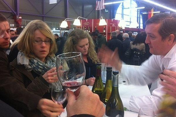 A l'occasion de la 152e vente des vins des Hospices de Beaune, 3 000 vins sont proposés à la dégustation au palais des congrès de Beaune.