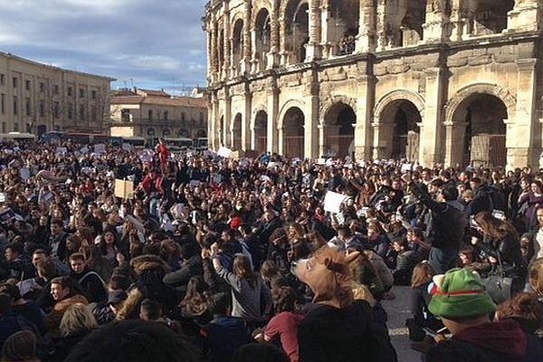 Nîmes - rassemblement en hommage aux victimes de l'attentat à Charlie Hebdo - 9 janvier 2015.