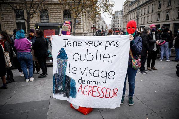 ILLUSTRATION. Rassemblement contre les violences sexistes et sexuelles, place de la République à Paris, le 25 novembre 2020.