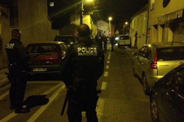 La police dans la rue Bouillargues à Nîmes - 9 janvier 2015.