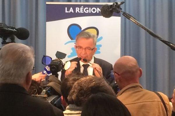 François Bonneau (PS-PRG-EELV) prononcant un discours au conseil régional, à Orléans, après l'annonce de sa victoire en Centre-Val de Loire.