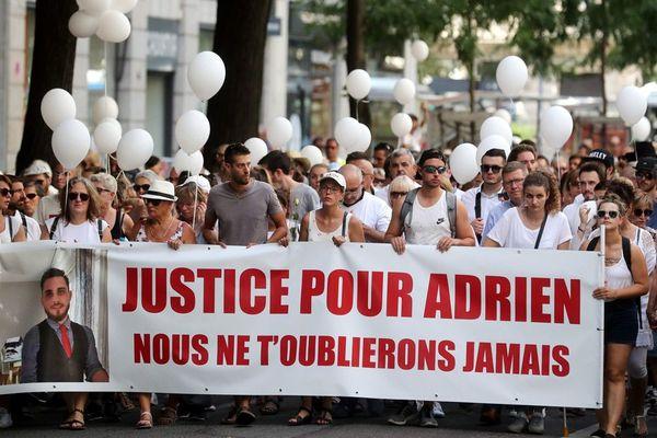 Un millier de personnes environ ont marché en souvenir d'Adrien Perez, tué d'un coup de couteau en plein cœur dimanche 29 juillet 2018 à la sortie d'une boîte de nuit.