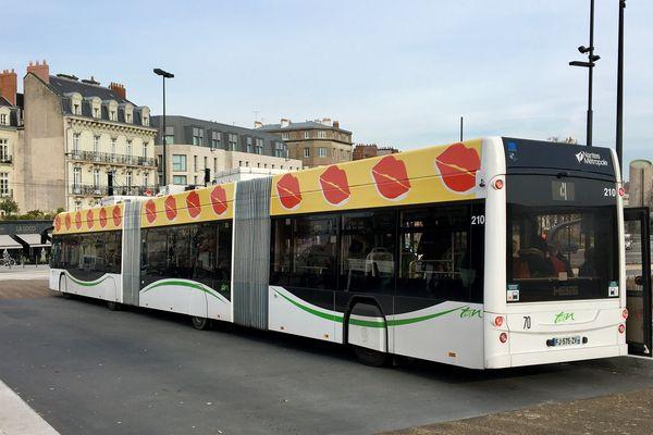 """Confinement de la population, la TAN passe le réseau de transport publics de Nantes en horaires """"jours Blanc"""", des dimanches, du fait de la crise du covid-19"""