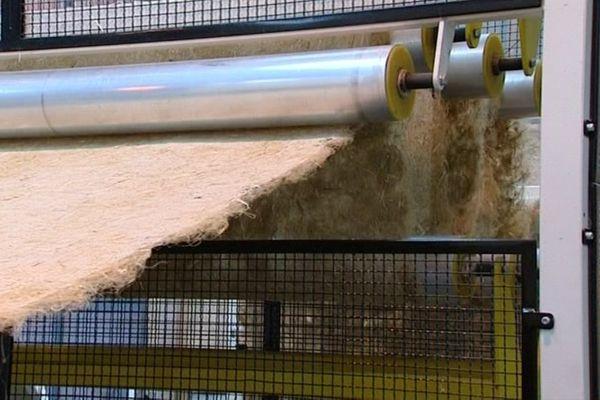 Géochanvre fabrique des paillages à partir de paille de chanvre et d'autres fibres végétales produites en Bourgogne.
