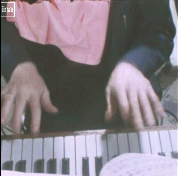 Jouer du piano en mangeant de la choucroute (voir la vidéo ci-dessous), ce n'est pas donné à tout le monde!