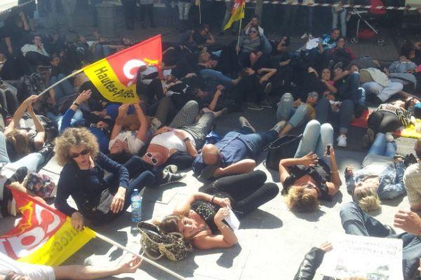 Manifestation des salariés de MGCall devant le tribunal de Tarbes le lundi 21 septembre