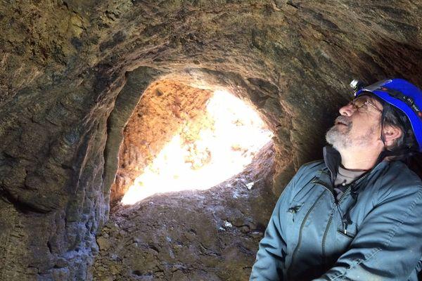 La plupart de ces cavités sont très étroites : 75 centimètres de large, guère plus d'un mètre de haut...