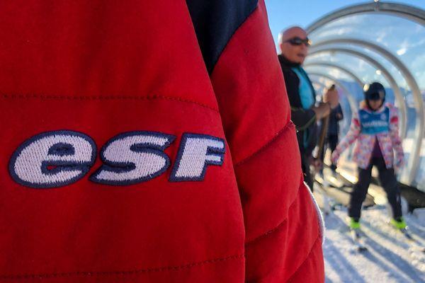 Une plainte a été déposée pour des soupçons de fraudes au fonds de solidarité de la part de moniteurs de ski. (Illustration)