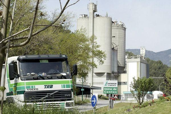 L'usine de ciment Lafarge de Contes va fermer, 65 emplois supprimés et des dizaines d'autres menacés. Photo de 2004.