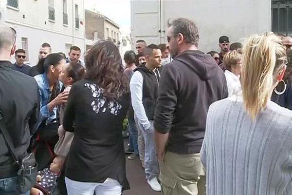 Béziers (Hérault) - un rassemblement en hommage à Julien Portale, décédé lors de la feria 2012. Vendredi, l'auteur du coup mortel a été acquitté par les Assises de l'Hérault- 18 septembre 2016.