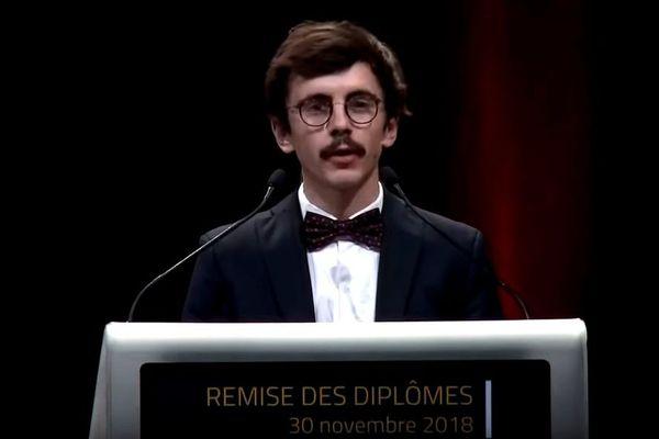 Clément Choisne lors de son discours à la remise des diplômes à l'Ecole Centrale de Nantes, le 21 décembre 2018