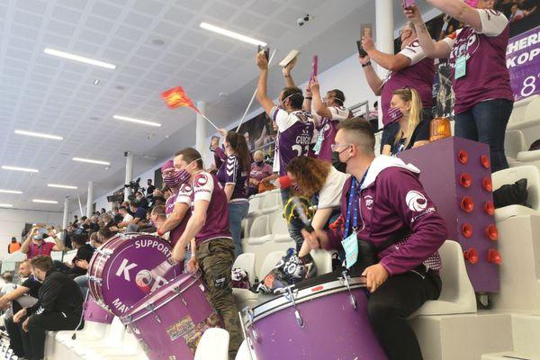 Un groupe de supporters avait fait le voyage à Créteil pour fêter la montée et encourager l'équipe à l'atteindre. Ils reviendront l'année prochaine si tout va bien !