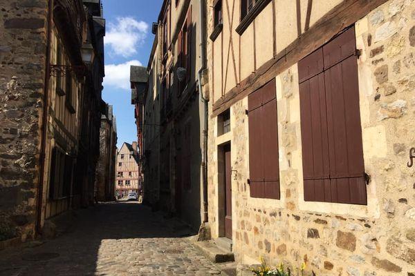"""Le Vieux Mans ou """"Cité Plantagenêt"""". Un voyage dans le temps."""