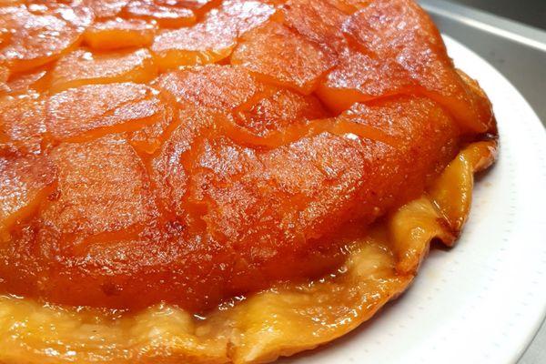 La tarte Tatin réalisée à la Maison Tatin à Lamotte-Beuvron par le chef Olaf Pezard.