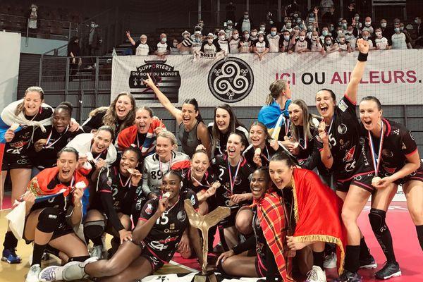 Brest est champion de France pour la première fois de son histoire et réalise le doublé Coupe-Championnat