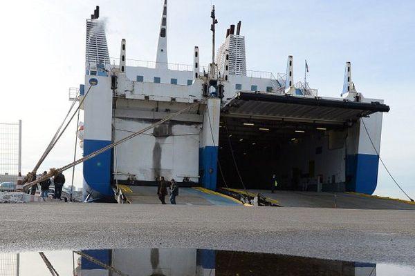 ILLUSTRATION - Ferry de la compagnie maritime SNCM, lors d'une grève en janvier 2014 sur le port de Marseille