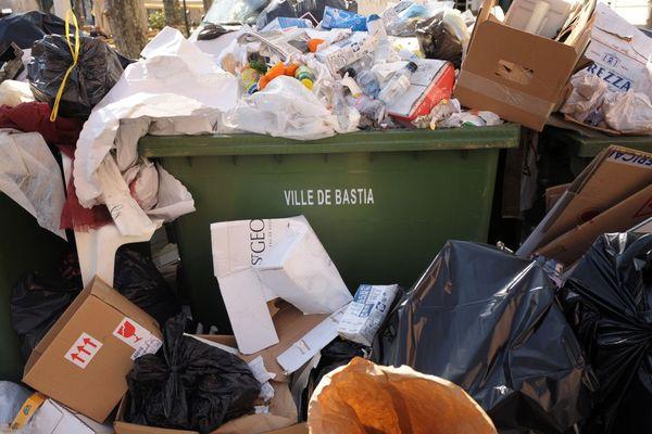 Illustration - Avec deux centres d'enfouissement et peu de tri, la Corse souffre de façon récurrente de crises des déchets.