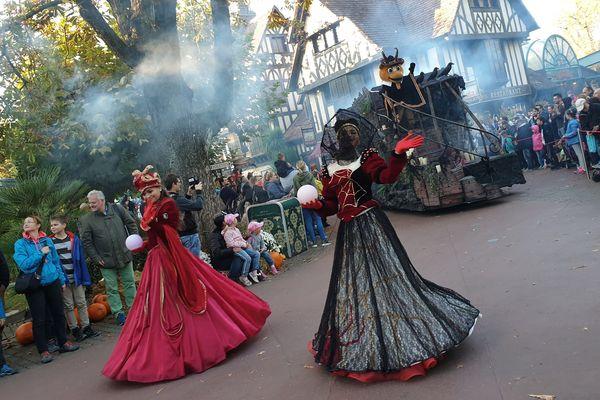 Chaque jour, dès 17h30, la « parade d'Halloween » et ses chars macabres défile dans les allées d'Europa-Park.