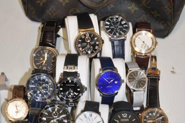 Une partie du butin, des montres de luxe saisies par la police italienne.