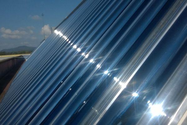 Des panneaux solaires comme celui-là fleuriront bientôt sur le parking du complexe sportif de Borgo