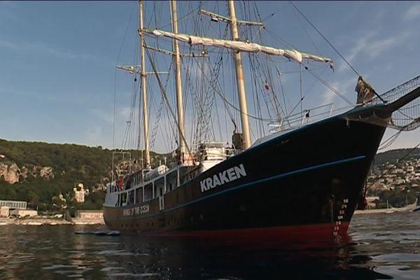 Le voilier Kraken en rade de Villefrance-sur-Mer ce mercredi.