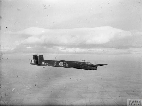 Un bombardier Armstrong Whitworth Whitley du 10 Squadron d'Ernest Parsons et d'Alfred Campion (photo non datée).