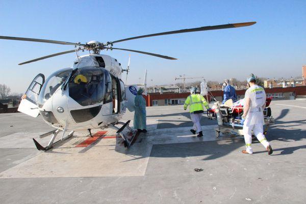 Deux patients ont été transférés depuis l'hôpital de Dunkerque vers l'hôpital du Havre, en Normandie. Une première depuis le début de l'année dans la région.