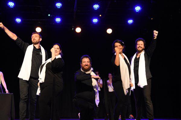 Les cinq membres de l'équipe de France de théâtre d'improvisation vont défier la Suisse le 17 octobre