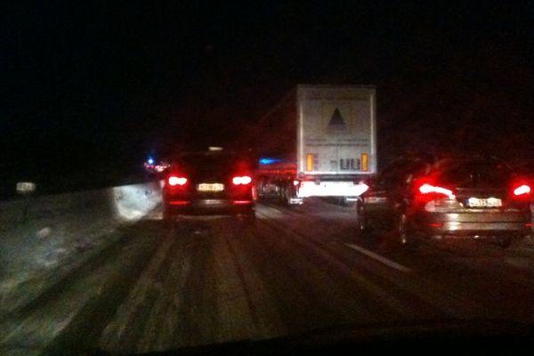 Comme ici sur l'A16 entre Beauvais et Amiens, les conditions de circulations étaient difficiles avant même que le soleil ne se lève ce matin en Picardie.