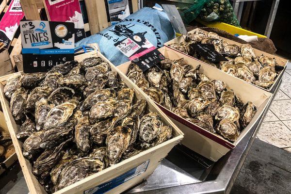 Découvrez nos astuces pour ouvrir des huîtres sans finir aux urgences.